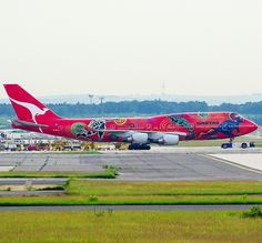 Qantas Boeing 747-438 (VH-OEJ) 'Wunala Dreaming'