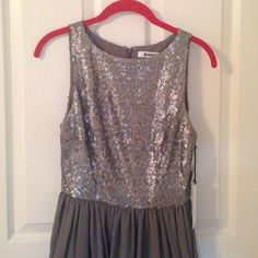 NWT BB Dakota silver/gray dress Perfect for any special occasion, easy wear and looks great. BB Dakota Dresses Midi