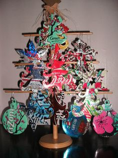 Recycle your trash to something you will treasure . Make a Christmas tree ornament by metalworking with can. Inspired by christmas. Christmas Tree Ornaments, Christmas Crafts, Christmas Ideas, Christmas Stuff, Aluminum Can Crafts, Aluminum Cans, Metal Crafts, Soda Can Crafts, Diy Playground