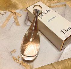 Perfume Allure, Perfume Parfum, Best Perfume, Perfume Bottles, Mademoiselle Perfume, Makeup Illustration, Perfume Display, Perfume Making, How To Apply Lipstick