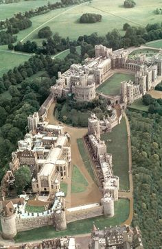 Windsor Castle in Berkshire, England. Originally built for William the Conqueror in Windsor Castle is the oldest and largest occupied castle in the world. It has been the home of 39 monarchs and today, the Queen spends most of her private. Beautiful Castles, Beautiful Places, Places Around The World, Around The Worlds, Places To Travel, Places To Visit, Château Fort, Palaces, Windsor Castle