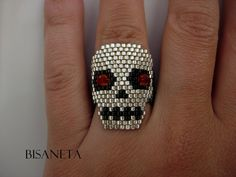 Skull seed bead ring..too cool!  (would LOVE to learn how to do this!)