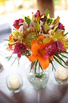 Tropical Beach Flower Wedding Centerpieces, 25 lush and bold tropical wedding centerpieces tropical weddings are in trend this is new classics! if you… - Mental Tracker Luau Wedding Receptions, Tropical Wedding Centerpieces, Tropical Wedding Reception, Tropical Floral Arrangements, Beach Wedding Bouquets, Beach Wedding Centerpieces, Tropical Weddings, Beach Flowers, Lush