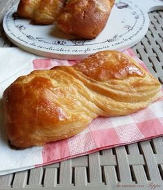#Nastrine #bimby - con foto passo passo Sweet Desserts, Sweet Recipes, Cooking Chef, Cooking Recipes, Bakery Recipes, Dessert Recipes, Tummy Yummy, Danishes, Bread Rolls