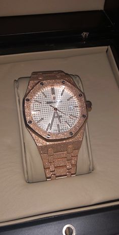 This watch is part of the 2018 Collection. Gold 2018, Audemars Piguet Royal Oak, Frost, Container, Quartz, Watches, Bathroom, Ebay, Collection
