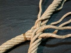 Splicing Rope, Lany, Paracord, Ropes, Macrame, Fisherman's Knot, Cat Games, Making A Bow, Wood Projects