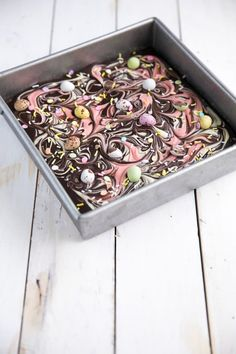 Chocolate Bark Easter Brownies - The Forked Spoon Tray Bake Recipes, Baking Recipes, Chocolate Garnishes, Chocolate Brownies, Cookie Desserts, Tray Bakes, Easter Crafts, How To Dry Basil, Sweet Treats
