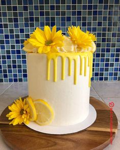 Today is lemon collab day! 🍋 I'm super excited to share this cake, because I am so happy with how it turned out 💛 Sending a huge thank you to for hosting make sure you check out the hashtag to see everyone's beautiful lemon creations! Sunflower Birthday Cakes, Lemon Birthday Cakes, Yellow Birthday Cakes, 14th Birthday Cakes, Sunflower Cakes, Cake Decorating Designs, Creative Cake Decorating, Creative Cakes, Cake Designs