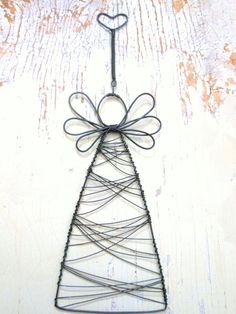 looks easy enough to make Wire Ornaments, Angel Ornaments, Diy Christmas Ornaments, Christmas Angels, All Things Christmas, Christmas Decorations, Wire Crafts, Holiday Crafts, Diy And Crafts