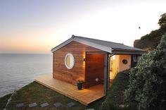 The Edge. A small vacation retreat rental overlooking Whitsand Bay in Cornwall, UK.