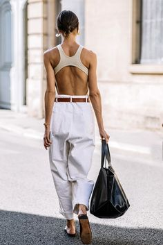 30 Stunning Summer Vacation Outfits - Julie Pelipas wearing a beige bodysuit, white paperbag pants, brown flat mules and a black tote. Beige Outfit, Neutral Outfit, Black Women Fashion, Look Fashion, Brown Fashion, White Fashion, Fashion Styles, Fashion Boots, Fashion Ideas