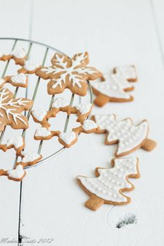 ... iced gingerbread cookies ...