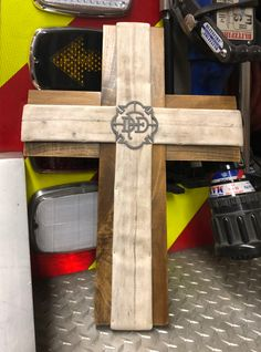 Love these Fire Hose creations! Fire Hose Projects, Fire Hose Crafts, Diy Wood Projects, Diy Projects To Try, Firefighter Room, Firefighter Home Decor, Fundraising Ideas, Fundraising Events, Fire Hall