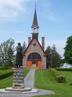 An iconic church in Grand Pré commemorates the original French Acadian settlers - and their expulsion by the new British masters of Nova Scotia in the 1750s.