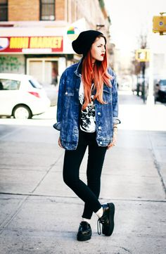 Oversized denim jacket + black skinny jeans + creepers  /// outfit street style inspiration rock edgy grunge