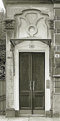 www.italialiberty.it - Casa Boffa-Costa 1904 - Pietro Fenoglio. Portone principale. Torino, Via De Sonnaz 16