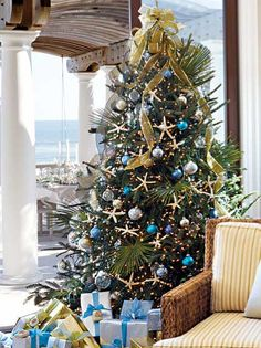 A Florida Christmas Tree! A beach Christmas tree. Palm fronds placed within; natural starfish and blue hued ball ornaments create the look. Beach Christmas Trees, Coastal Christmas Decor, Nautical Christmas, Tropical Christmas, Beautiful Christmas Trees, Christmas Tree Themes, Noel Christmas, Holiday Tree, Christmas Wreaths