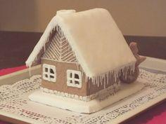 Design by Suzi: Perníková chalúpka Gingerbread, Baking, Desserts, Christmas, House, Food, Design, Tailgate Desserts, Xmas