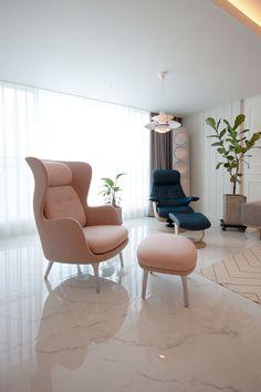 전주 신시가지 아이파크 아파트 인테리어 Apartment Interior, Interior Design Living Room, Living Room Modern, Living Room Decor, Interior Concept, Aesthetic Room Decor, White Decor, Luxury Furniture, Chair Design