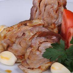 Dagadó - Fokhagymás hústekercs recept Pork, Turkey, Meat, Pork Roulade, Peru, Pigs, Pork Chops