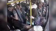 Giở trò đồi bại trên xe buýt, tên yêu râu xanh bị chị em đánh hội đồng. Đáng đời! :v #haivitalk #cliphài #yêurâuxanh #xebuýt