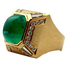 Sugarloaf Cabochon Vintage Colombian Emerald Set with Round and Baguette Diamonds, Highlighted with Gold Rope Design and in a Heavy Hand-Made Geometric Retro 18K Textured Yellow Gold Setting.