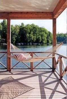 42 Einzigartiges Haus am See als Dekorationsidee Lake Dock, Lake Beach, Boat Dock, Lakeside Living, Outdoor Living, Home Deco, Haus Am See, Lake Cabins, Lake Cottage