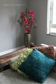 Op de wand Classico Regular Krijtverf van Pure and Original, kleur Wet Sand. Colours, Throw Pillows, Pure Products, The Originals, Cushions, Decorative Pillows, Decor Pillows