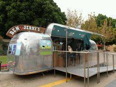 Your Ice Cream Shop doesn't have to be a conventional space. Airstream Bambi, Vintage Airstream, Airstream Motorhome, Trailer Trash Party, Food Trailer, Bbq Shop, Custom Bbq Pits, Food Truck For Sale, Mobile Food Trucks