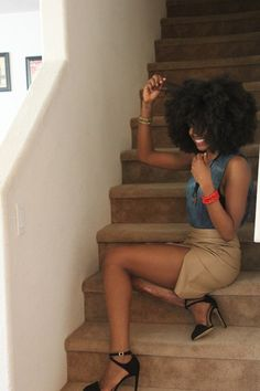 Loving that 'fro - big nice hair - afro hairstyles for women. Pelo Natural, Natural Curls, Natural Hair Care, Natural Hair Styles, Au Natural, Black Power, Big Hair, Your Hair, Style Feminin