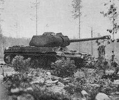 Tuhottu Iosif Stalin Neuvostopanssarivaunu Karjalassa