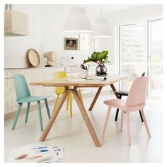 Muuto Scandinavian Design Dining Area Based Manufacturer Muuto Has Shown Us How To Decorate A Simple Dining Scandinavian Dining Room Design With Beautiful Furniture Dining Room Sets, Dining Room Design, Dining Area, Dining Chairs, Kitchen Dining, Kitchen Chairs, Room Chairs, Wooden Chairs, Dining Furniture