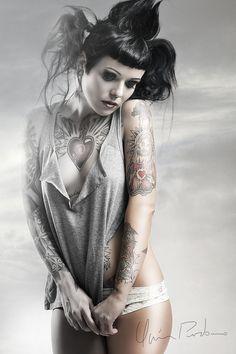 Tattoo session - Silvia Cifuentes Higueras