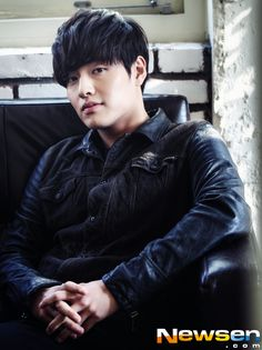 [Interview] Kang Ha Neul Struggled Emotionally After Filming Rape Scene on 'The Age of Innocence'