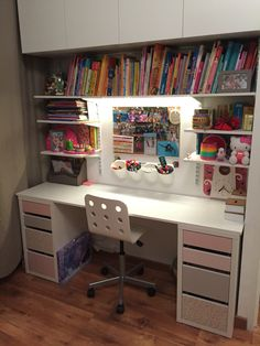 Bedroom Setup, Bedroom Closet Design, Girl Bedroom Designs, Room Ideas Bedroom, Study Room Decor, Diy Room Decor, Bedroom Decor For Teen Girls, Minimalist Room, Home Office Decor