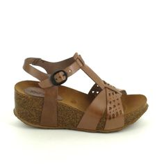 b0e6b075b280a8 All leather, this wedge Kickers very comfortable and feminine, you follow .