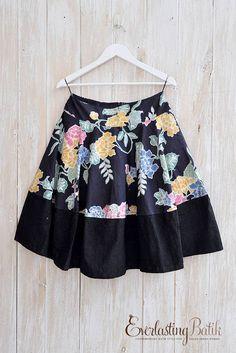 Baby dress for wedding pattern 53 ideas Batik Fashion, Girl Fashion, Womens Fashion, Blouse Batik Modern, Pola Rok, Batik Dress, African Fashion, Dress Skirt, Casual Outfits