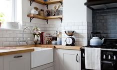 Are you planning a kitchen layout? A classic layout that works in any size space, the L-shaped kitchen is practical, concise and looks great Small L Shaped Kitchens, L Shaped Kitchen Designs, Small White Kitchens, Small Space Kitchen, Narrow Kitchen, Open Kitchen, L Shaped Kitchen Cabinets, U Shaped Kitchen, Kitchen Floor Plans