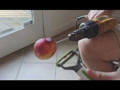 How to Peel an Apple. This guy is crazy but smart Baby Food Recipes, Gourmet Recipes, Whole Food Recipes, Snack Recipes, Snacks, Food Hacks, Diy Hacks, Gourmet Gifts, Baking Supplies