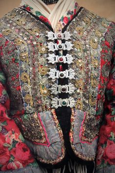 Detail - Couple from Matyó, Mezőkövesd, Borsod county Ethnographical Museum Budapest Folk Fashion, Vintage Fashion, Hungarian Embroidery, Altered Couture, Clothing And Textile, Ethnic Dress, Linens And Lace, Folk Costume, Boho Gypsy