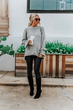Spanx Faux Leather Leggings // Somewhere Lately Spanx Kunstleder Leggings / / irgendwo in letzter Zeit Casual Leggings Outfit, Legging Outfits, Athleisure Outfits, Leggings Fashion, Birkenstock Outfit, Fall Fashion Trends, Autumn Fashion, Fashion Bloggers, Fashion Ideas