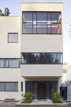 Fondation Le Corbusier - The Jeanneret House - Maison Jeanneret Bauhaus Architecture, Chinese Architecture, Modern Architecture House, Futuristic Architecture, Modern Buildings, Office Buildings, Modern Houses, Architectes Zaha Hadid, Zaha Hadid Architects