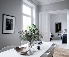 Living Room : Fresh and minimalist home via Coco Lapine Design Living Room Designs, Living Room Decor, Dining Room, Dining Table, First Apartment Decorating, Scandinavian Home, Minimalist Living, Elegant Homes, Of Wallpaper