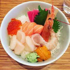 Today lunch sashimi don #September2015 #Foodie #hongkong #hk #hkig #seafood #salmon #shrimp #scallop #don #tuna #seaurchin #squid #japanese #japanesefood #lunch #full by auroresi