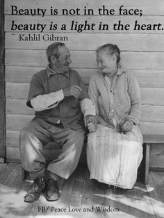 Happy older couple holding hands.love this. Elderly Couples, Old Couples, Mature Couples, Kahlil Gibran, Vieux Couples, Couple Holding Hands, Hold Hands, Growing Old Together, Lasting Love