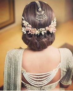 How beautiful is this guys😍😍👌🌸 #3Charmsgalleria #head #flowers #tikka #saree #headpiece #pearl