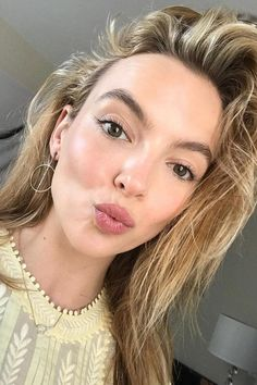 6 Rules For Luminous Skin By Jodie Comer's Favourite Facialist Jasmina Vico Pretty People, Beautiful People, Celebrity Beauty, Female Celebrity Crush, Celebrity Photos, Celebrity News, Jodie Comer, Celebs, Celebrities