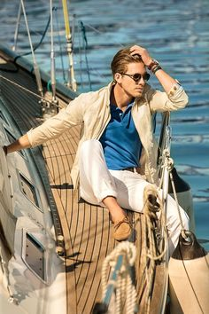 Massimo Dutti starts the summer season 2013 having the famous model, Adam Senn, as the image of the menswear. This season's star colour is semi formal, suitable for a walk also, Adam Senn, Outfits Casual, Style Outfits, Mode Outfits, Nautical Fashion, Golf Fashion, Men's Fashion, Fashion Menswear, Nautical Style
