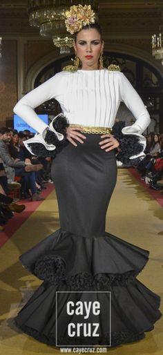Pasarela Flamenca Valentines Day Weddings, 15 Dresses, Fashion Beauty, Spanish, Dancer, Wedding Day, Dressing, Costumes, Black And White