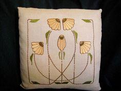#ArtsAndCraftsHouse Craftsman Decor, Craftsman Style, Craftsman Furniture, Arts And Crafts Movement, Arts And Crafts House, Home Crafts, William Morris, Carrie, Art Nouveau